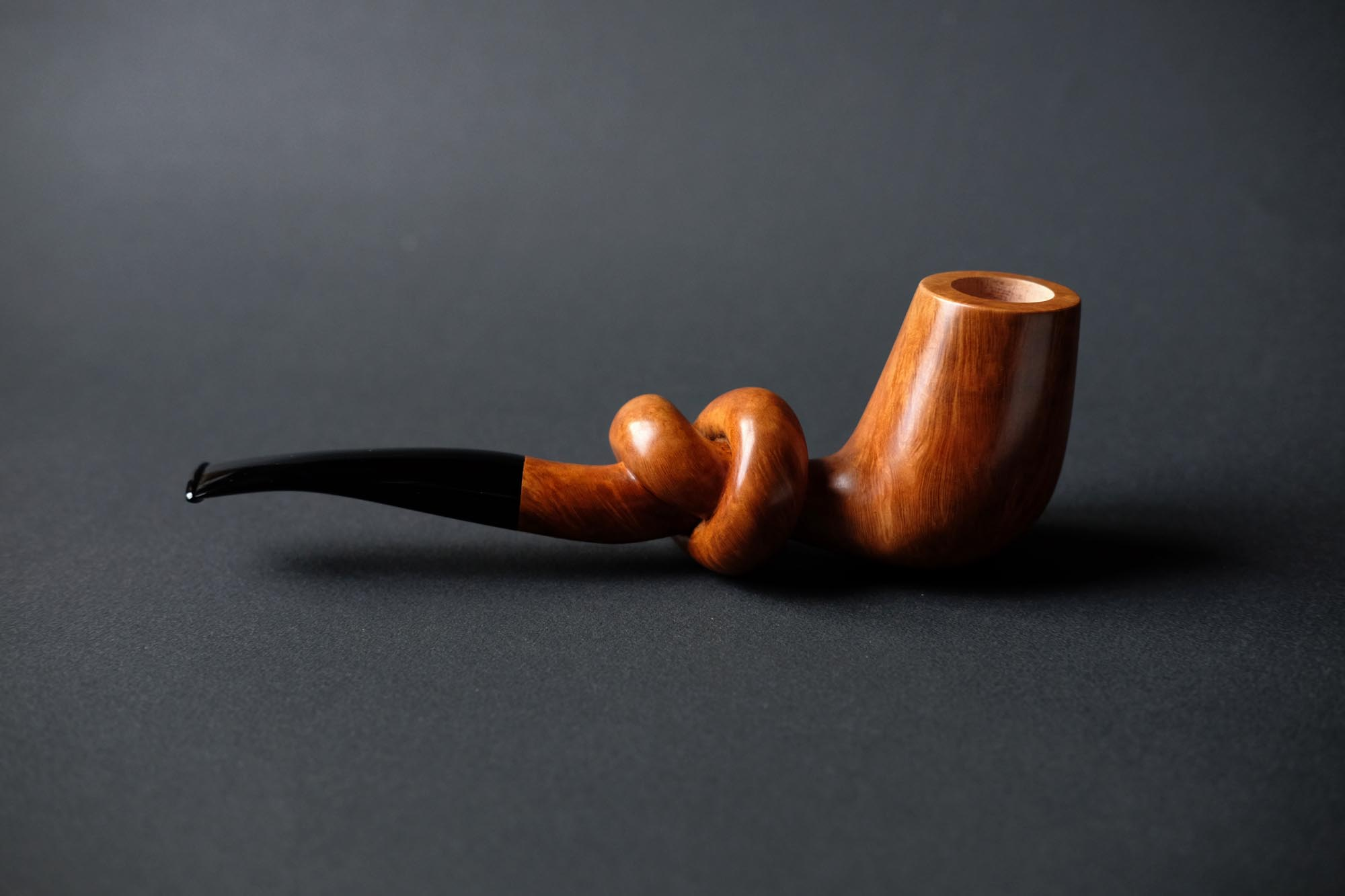 Artistic knotted smoking pipe carved by Arcangelo Ambrosi