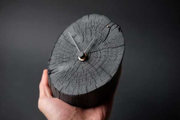 log desk clock